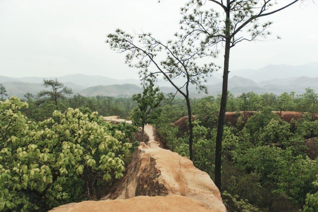 DE MAE HONG SON LOOP OP TWEE WIELEN - OP BROMMERS DOOR NOORD-THAILAND 2